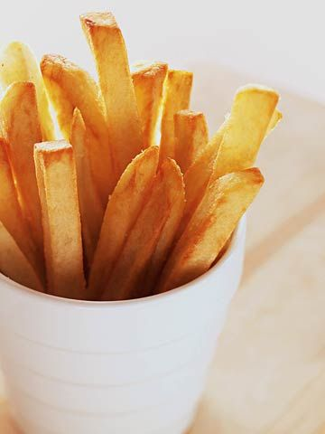 Delivering crispy, baked French fries fresh out of the oven is easier than you might think. Here's how to make homemade French fries in minutes.