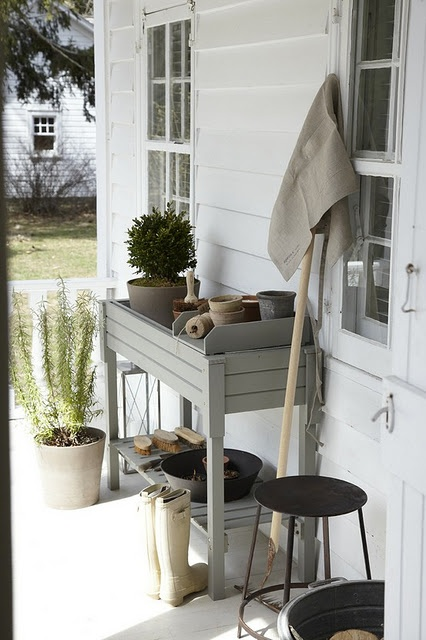 I So Need A Gardening Station! Would Look Awesome In My Bird Yard!
