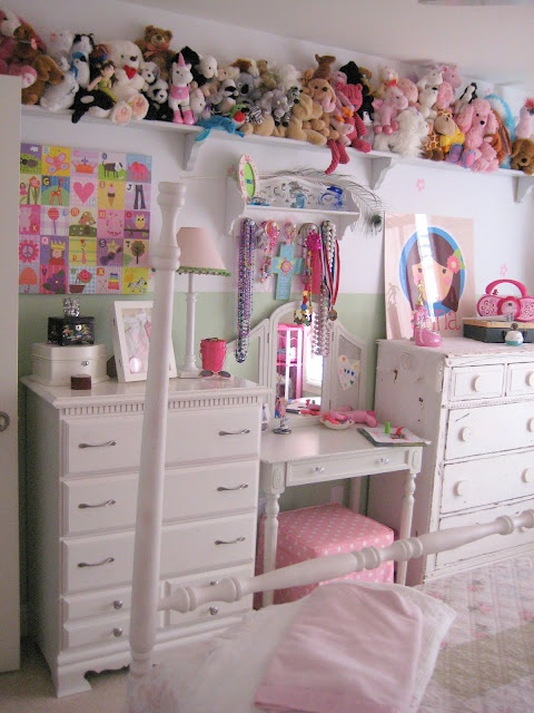 Olivia definitely needs that shelf! Girls Room - Stuffed Animal shelf.  I think my girl will need this.