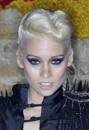 20 Amazing Pompadour and Quiff Haristyles: Kimberly Wyatt