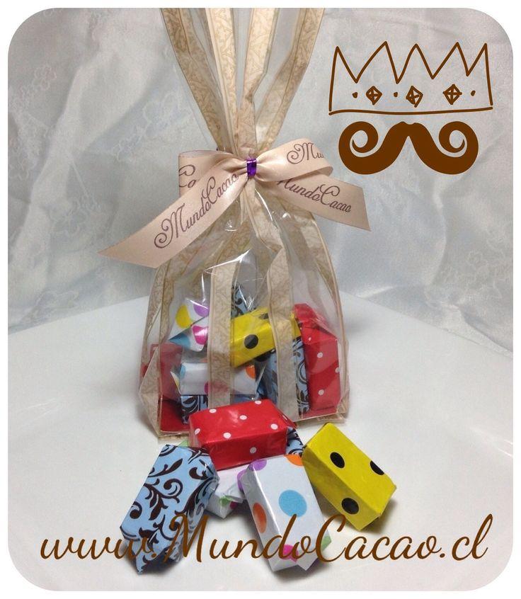 Bolsa de diferentes calugas de chocolate.