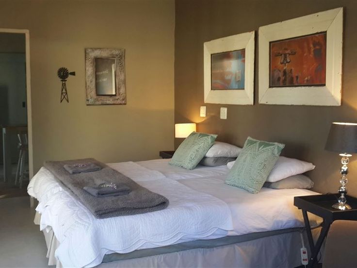 Daisy Tree Cottage - Daisy Tree Cottage is a self-catering garden cottage situated conveniently close to town in a peaceful neighbourhood in Oudtshoorn.Our target market are guests requiring affordable, beautiful and clean ... #weekendgetaways #oudtshoorn #kleinkarookannaland #southafrica