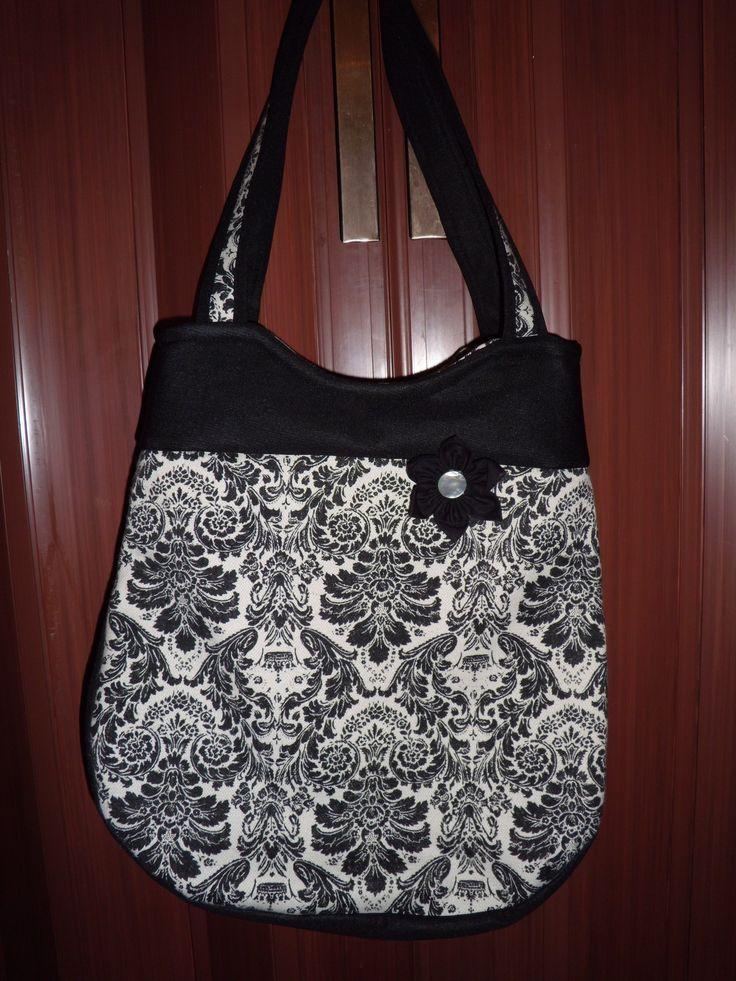 černo bílá taška