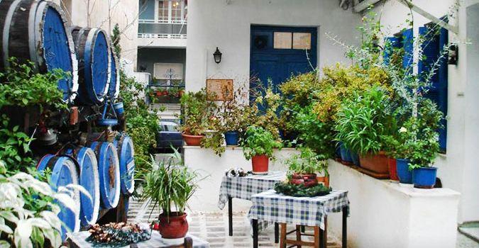 10 + 1 αθηναϊκές αυλές που θυμίζουν νησί
