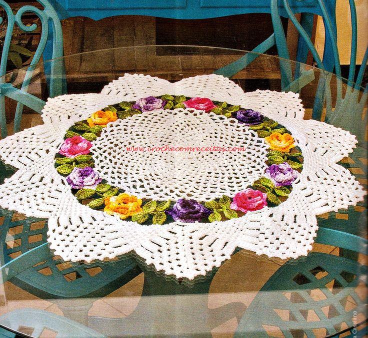Centro de mesa em croche com flores e folhas em croche com receitas crochet decor pinterest Crochet home decor pinterest