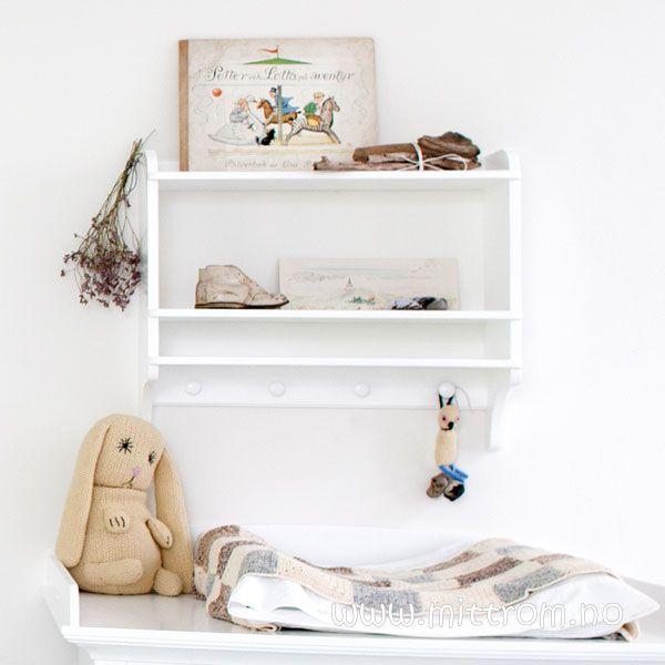 Kjøp Liten bokhylle med knagger, hvit hos Mitt Rom