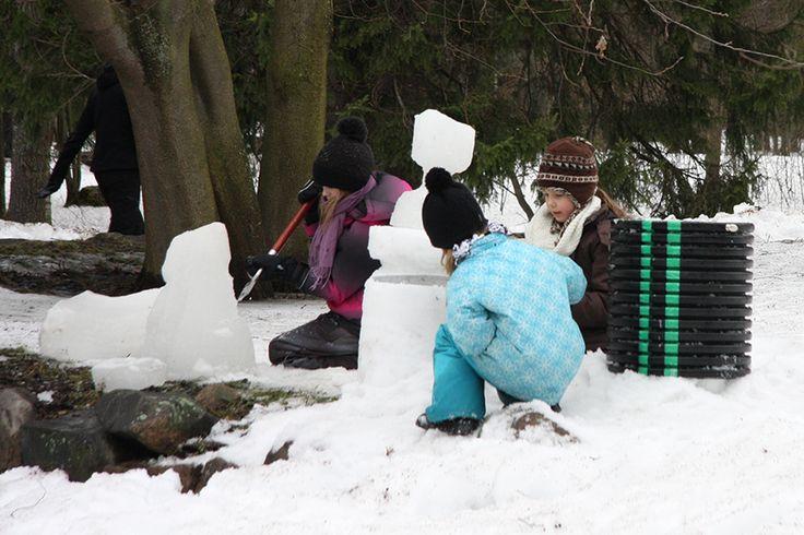 Jäänveisto on hauskaa ja luovaa puuhaa.  Oulu (Finland)