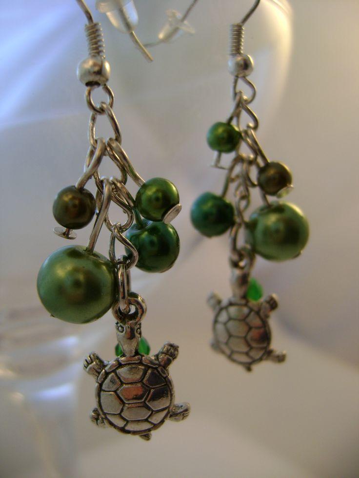 Turtle earrings by Dorottya Madarász (Facebook: Dorabead)