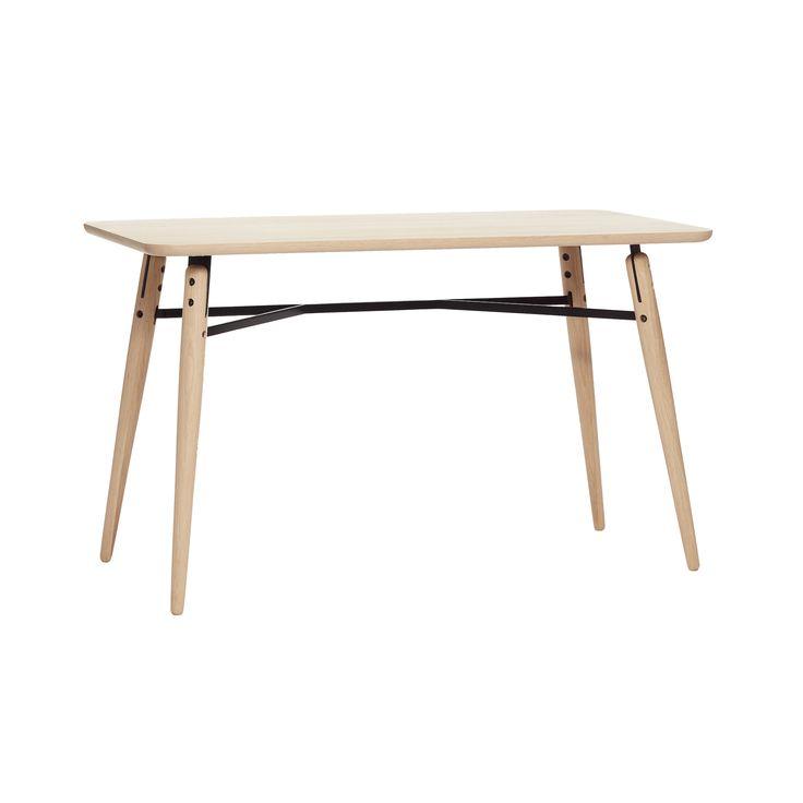 Skrivebord egetræ og metal Hübsch i høj kvalitet med unikt design. 1-3 dages leveringstid. 14 dages fuld returret. På lager. Fri fragt ved køb over 499,-