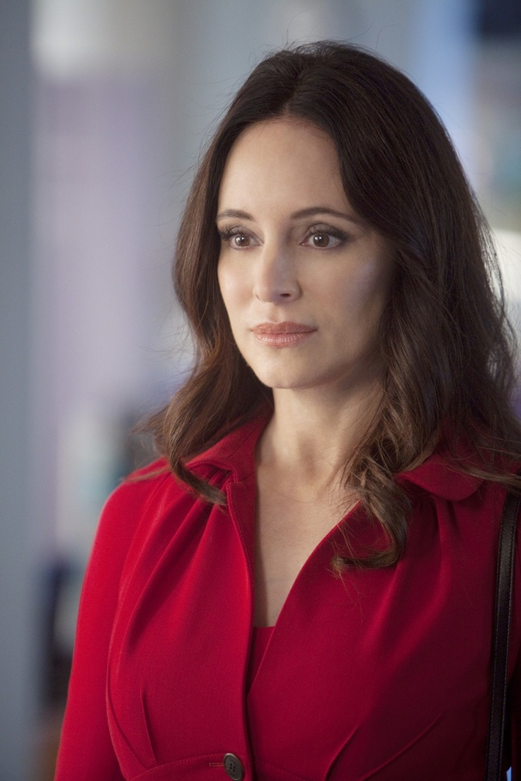 Madeline Stowe - is Victoria Grayson.