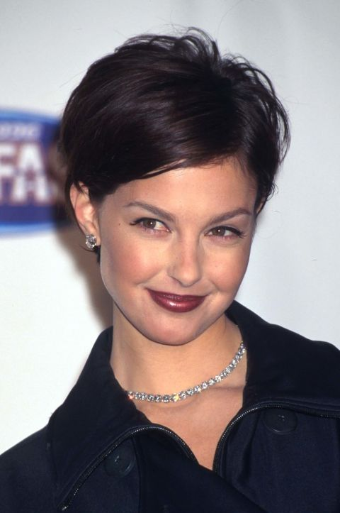 This was the most '90s of lip colors. Here, Ashley Judd wears it with a feathered pixie, another popular trend from the time.