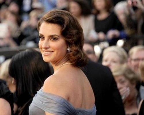 Penelope Cruz is among the many celebrities who lost weight on the Dukan diet: http://www.examiner.com/article/dukan-diet-rebounds-popularity-as-celebrities-eat-it-up