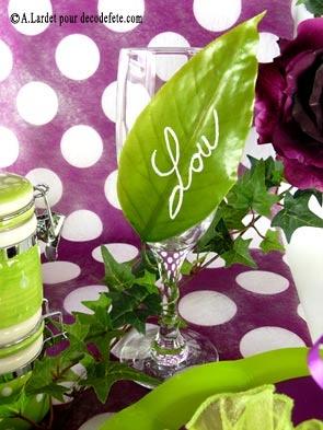 Accentuez le côté verdure, avec nos #branches de #lierre ( http://www.decodefete.com/1m70-lierre-p-117.html ), nos magnolias pourpres (http://www.decodefete.com/magnolia-pourpre-p-2870.html) et nos marque-places en forme de feuille ( http://www.decodefete.com/feuilles-willow-vert-anis-p-635.html ).