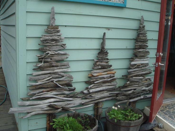 sapins réalisés avec des branches de bois