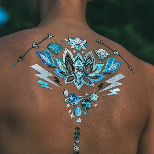 Afbeelding via We Heart It #beautiful #fashion #sexy #skin #summer #tan #tattoo #flashtattoo