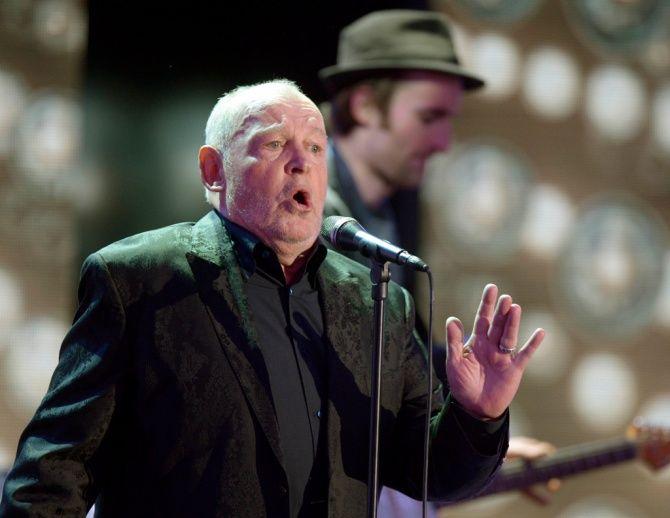 Известный английский рок-музыкант Джо Кокер скончался в возрасте 70 лет.