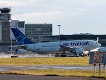 Les pilotes d'Air Transat acceptent un gel de salaire - Canoë