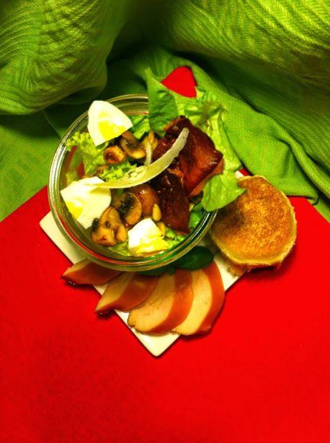 Uit mijn keukentje: Kerst-Menu.... Voorgerecht: Salade met gerookte kip, pistache nootjes en champignons