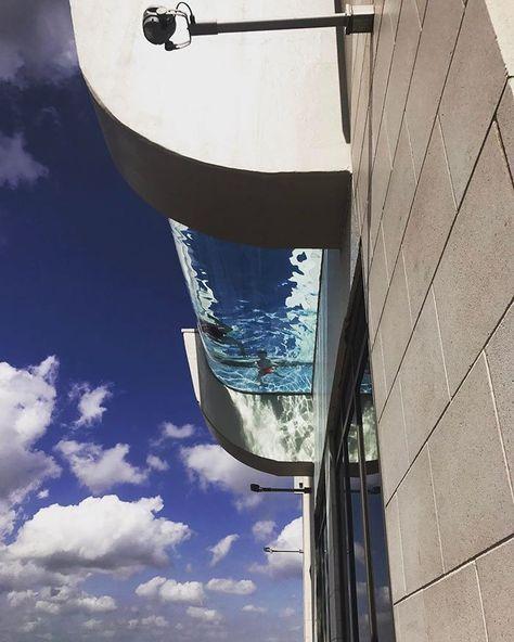 Prédio no Texas oferece piscina a 152 metros de altura: http://guiame.com.br/vida-estilo/turismo/predio-no-texas-oferece-piscina-152-metros-de-altura.html