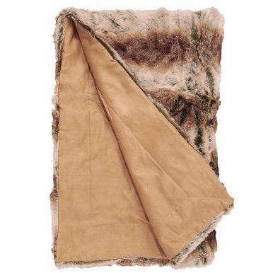 """Esta manta de piel sintética es muy agradable, y tan suave y sedosa al tocarla como la piel auténtica, pero 100% apta para amantes de los animales. Rebosa confort rústico e invita a ponerse cómodo en el sofá o delante de la chimenea. Aspecto """"lobo"""". La línea Wild Thing cuenta con otros modelos de mantas y cojines disponibles."""
