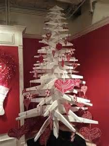 Pallet Christmas Tree. Great use of recycling unwanted or unrepairable pallets.