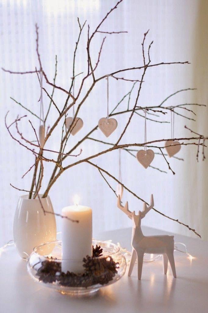 11 árboles de navidad con ramas secas. Una forma bonita de decorar tu hogar en Navidad sin tener que gastar demasiado. Aprovecha las ramas secas y caídas del campo para hacer composiciones estupendas para Navidad.  #christmas #tree #alternative
