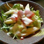 林檎と葡萄の樹 - 料理写真:新鮮サラダ 白い短冊切りはりんごです