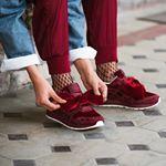 @asicstiger ha creado una colección genial inspirada en Disney. Sus deportivas Blancanieves en color burdeos y gran lazo ¡son lo más! . #trendencias #moda #fashion #shoe #shoes #zapatos #tendencias