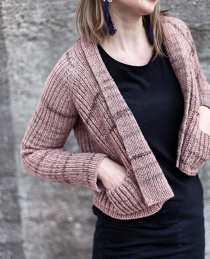 @maijusha n Beiroasta neulottu Flaum-villatakki on n i i n täydellinen! Sopii passelisti keveille kevätkeleille. ❤    #kassakerhopompom #beiroa #retrosaria #flaum #justynalorkowska #letesknits #knittinglife #yarnlove #lankarakkaus #wool #villa