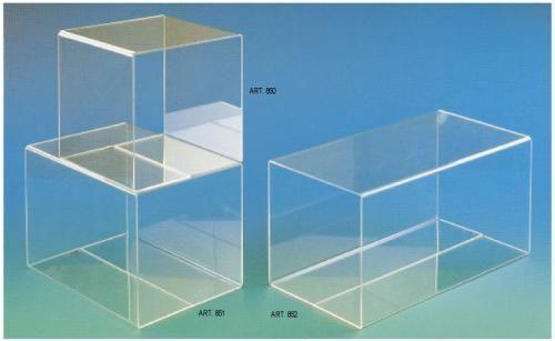 Cubi in plexiglas di varie misure per allestimento vetrine http://www.manfredini-gp.it