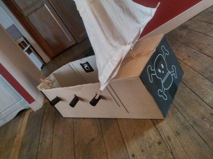 Bateau pirate en carton                                                                                                                                                                                 Plus