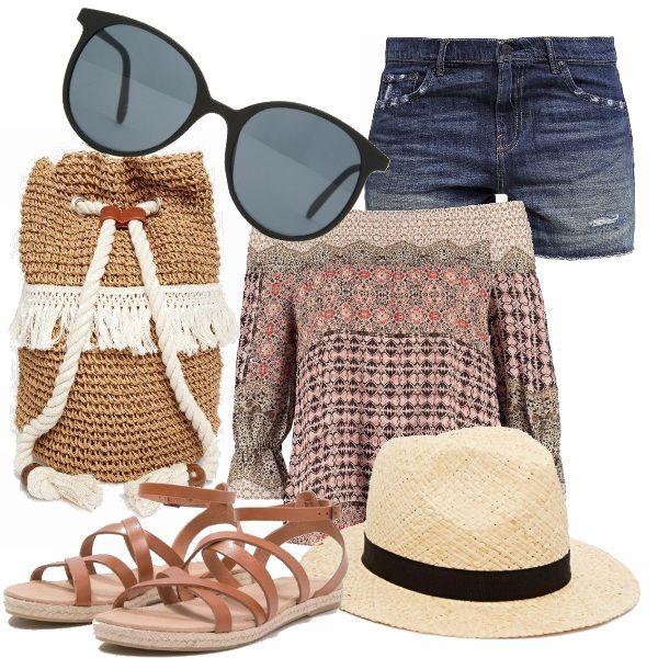 Look easy e rilassato da viaggio, da sfoggiare in vacanza e anche al mare... Top off shoulders su shorts di jeans, Sandali comodi, cappello trilby, occhiali da sole oversize e la sacca di paglia e corda comoda e assolutamente trendy.