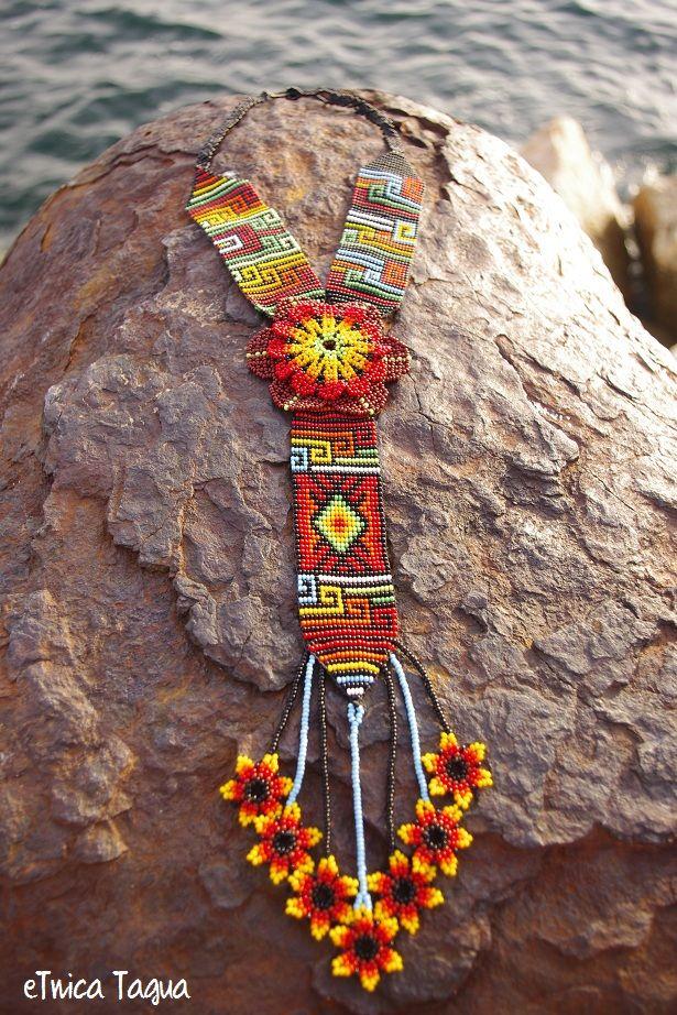 Bijoux fantaisie du peuple original de la région du Choco en Colombie. Bisutería en chaquiras del pueblo originario de la región del Chocó de Colombia.