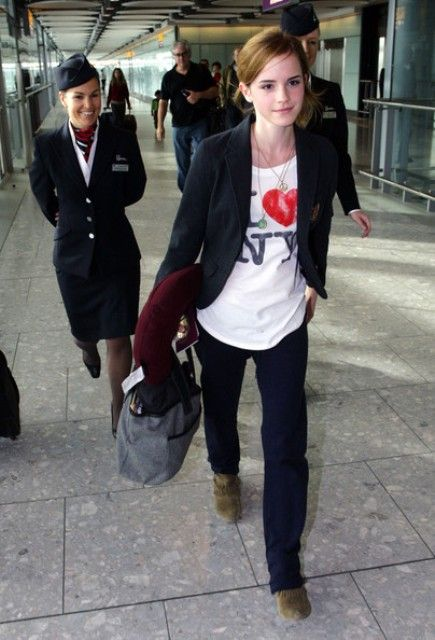 I am really starting to think that a classic blazer like this one is going to be a must-have in my fall wardrobe. Emma Watson rocks it with a printed t-shirt. I honestly would probably wear this entire outfit.