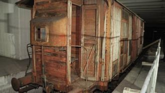 Uno dei vagoni usati per la deportazione degli ebrei verso i campi di sterminio dal binario 21 della stazione Centrale di Milano.