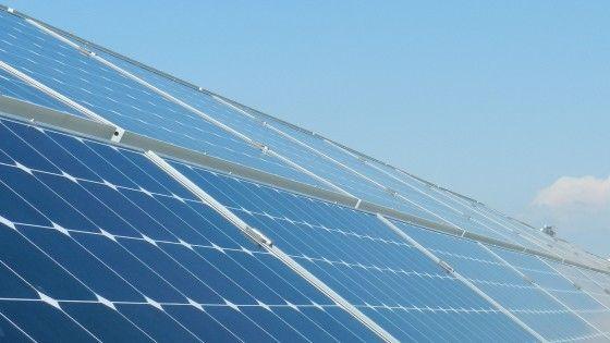 Impianti solari fotovoltaici realizzati su strutture aziendali ed industriali per la produzione di energia elettrica sia per l'autoconsumo che per la cessione in rete; se necessario con rimozione dell'amianto e rifacimento del tetto secondo le esigenze del cliente.  Read more: www.verdeelettrico.it