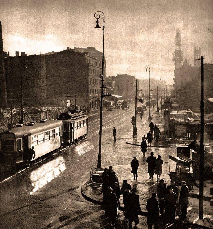 ulica Marszałkowska z Koszykową i Śniadeckich. - 1950 rok. Obecnie jest to Plac Konstytucji Fot., źródło. omni-bus.eu