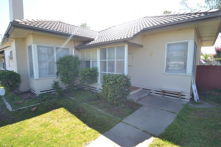 37 Burke Street Wangaratta VIC 3677 | House for sale | domain.com.au 3 bed $170 000