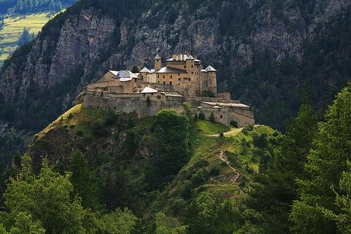 Le parc naturel régional du Queyras : Chateau Queyras hautes-alpes alpes myhautesalpes