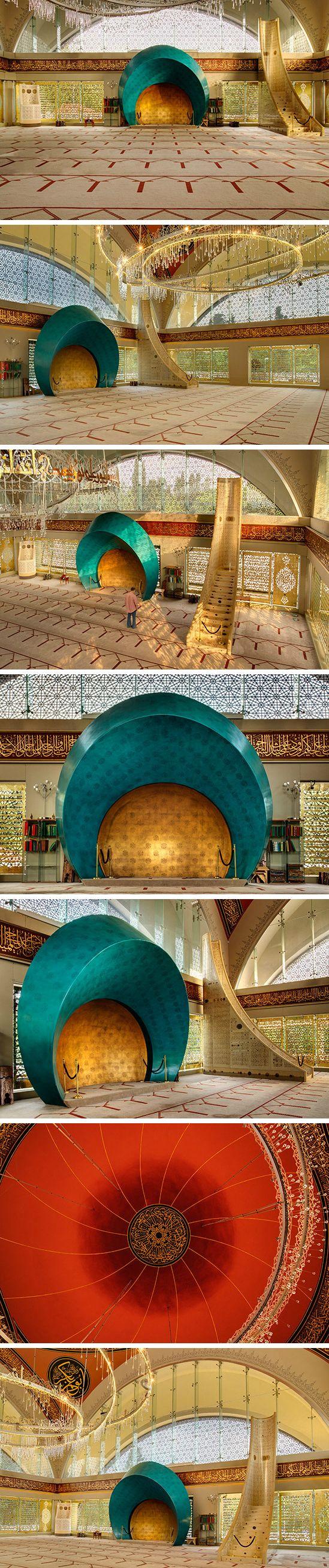 The prayer hall of Şakirin Mosque in Istanbul, Turkey. Decorative motifs derived from Seljuk art. Interior designer: Zeynep Fadıllıoğlu