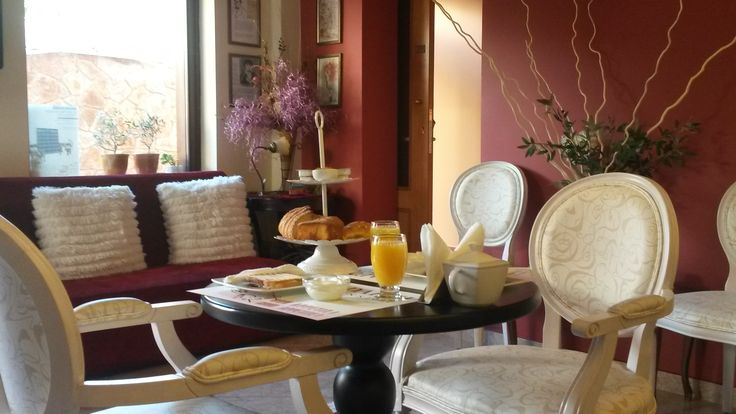 Bonjour 'a tous!!! Finally the sun rised up after these rainy days! Enjoy our delicious breakfast!!