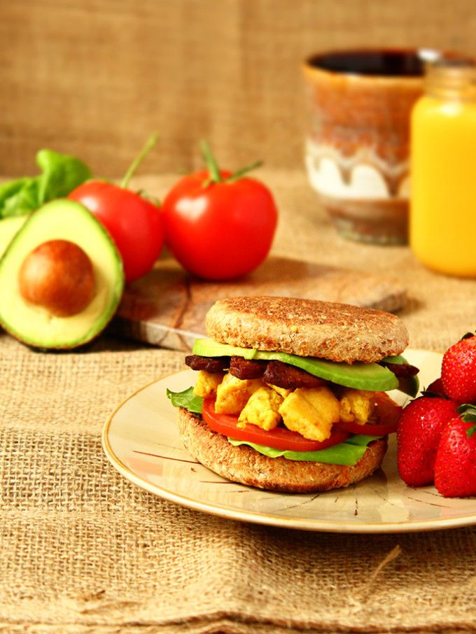 How to Make a Vegan Breakfast Sandwich for Less than $3 - ilovevegan.com/how-to-make-a-vegan-breakfast-sandwich/ - #vegan #breakfast #sandwi...
