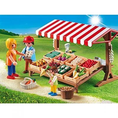Die PLAYMOBIL Bauern verkaufen das angepflanzte Gemüse am Gemüsestand.