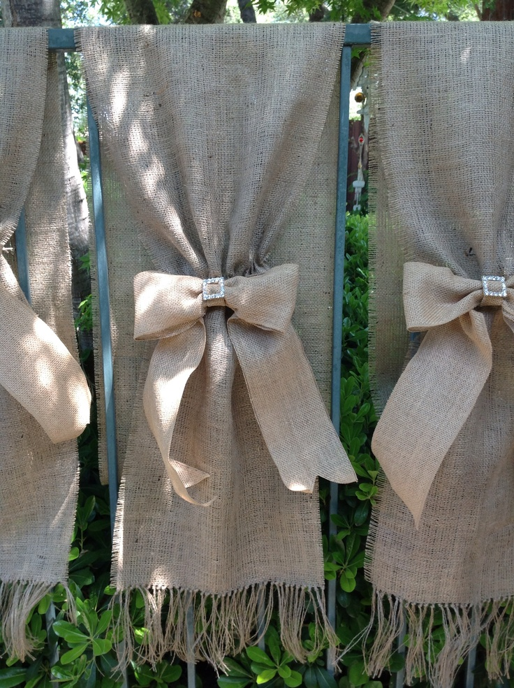 Verticals burlap table runners for wedding party. Designed by laura