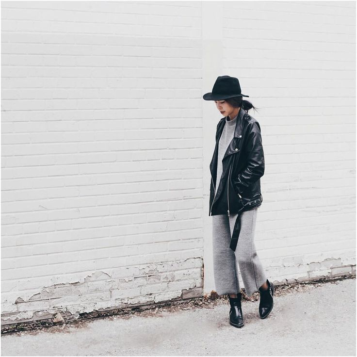 """""""ISO: a decent white wall in Toronto."""" #beoakandfort by @thestylecat"""