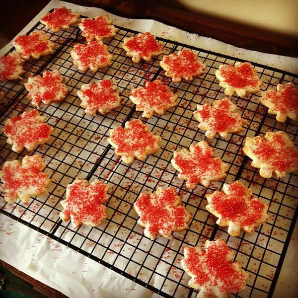 Canadian Bobsleigher Jesse Lumsden's mother made this cookies to support her son and his team! | CBC Olympics