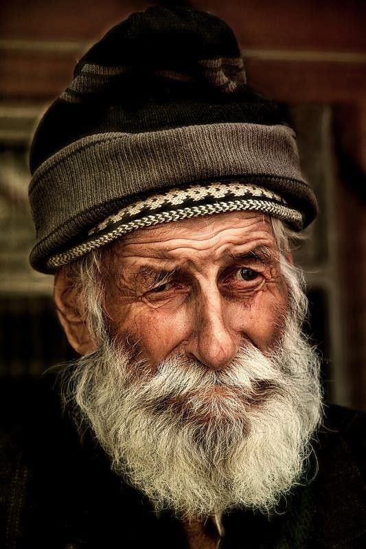 ♂ Man portrait, old guy, wrinckles, lines of life, wisdom, hat, beard, powerful face, intense eyes