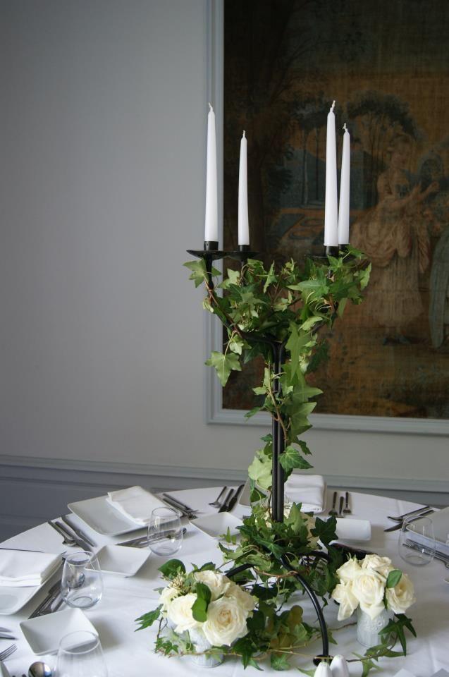 Mariage chateau bouscaut centre de table lierre roses for Bouquet roses blanches