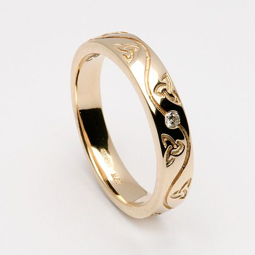 i looove this in white gold.. would prefer silver but they dont have that option. too bad its so expensive :(