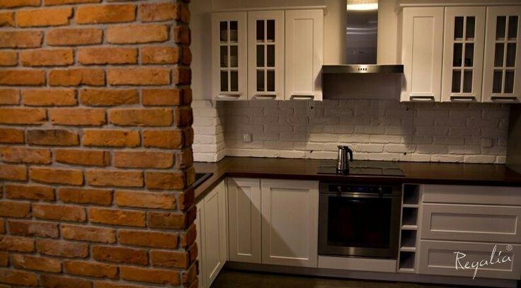 Nasza efektowna czerwona płytka nada charakteru każdej kuchni. Sami zobaczcie ;). #regaliapm #płytka #czerwonaplytka #kuchnia #ściana #Wall #kitchen #interior #home